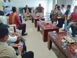 Gubernur NTB, Dr. H. Zulkieflimasyah menggelar rapat dengan pengusaha ternak di Sumbawa (istimewa)